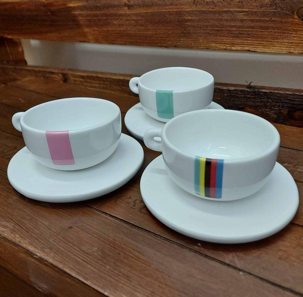 Malé keramické šálky na kávičku