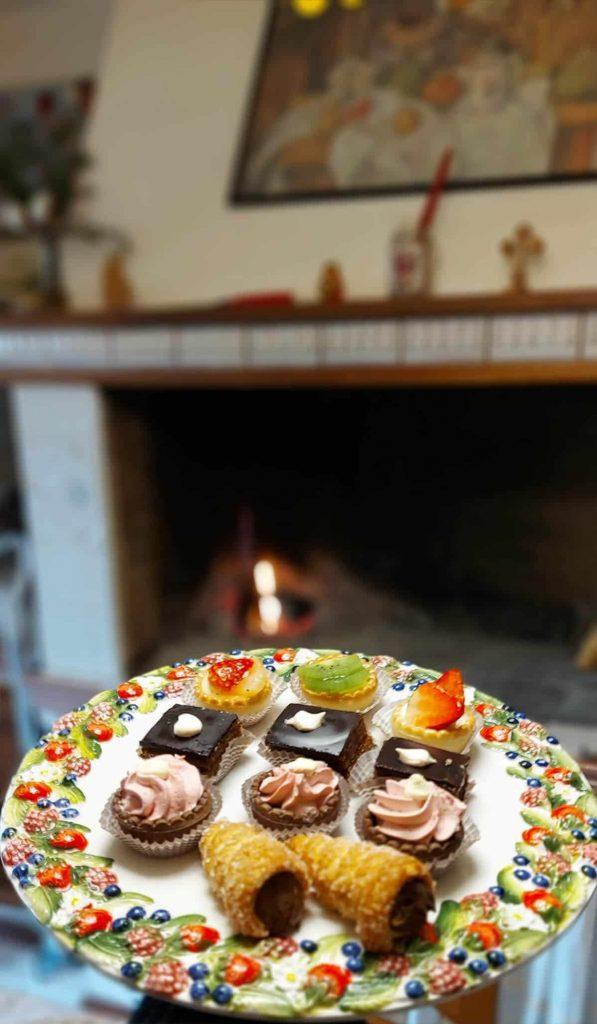 Keramický podnos pod tortu