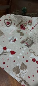 Bavlnené obrusy SRDCE hnedé červené