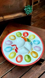 Okrúhly keramický tanier na dvanásť vajíčok