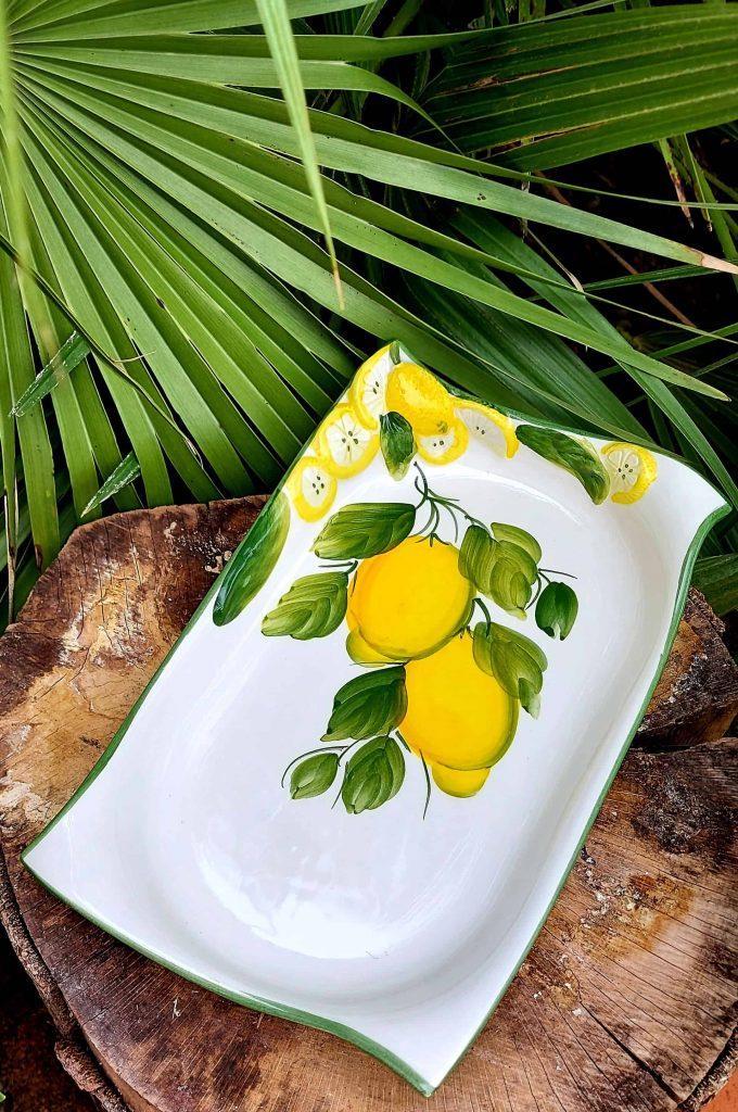 Prehĺbený keramický tanier s citrónovým motívom
